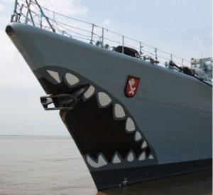 """Haifischmaul der Fregatte """"Bremen"""""""